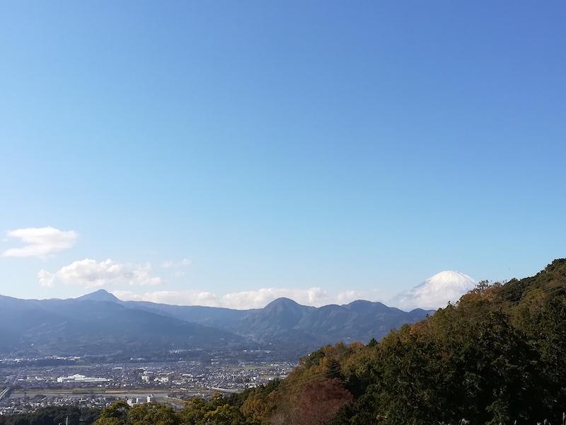 箱根の山々と富士山