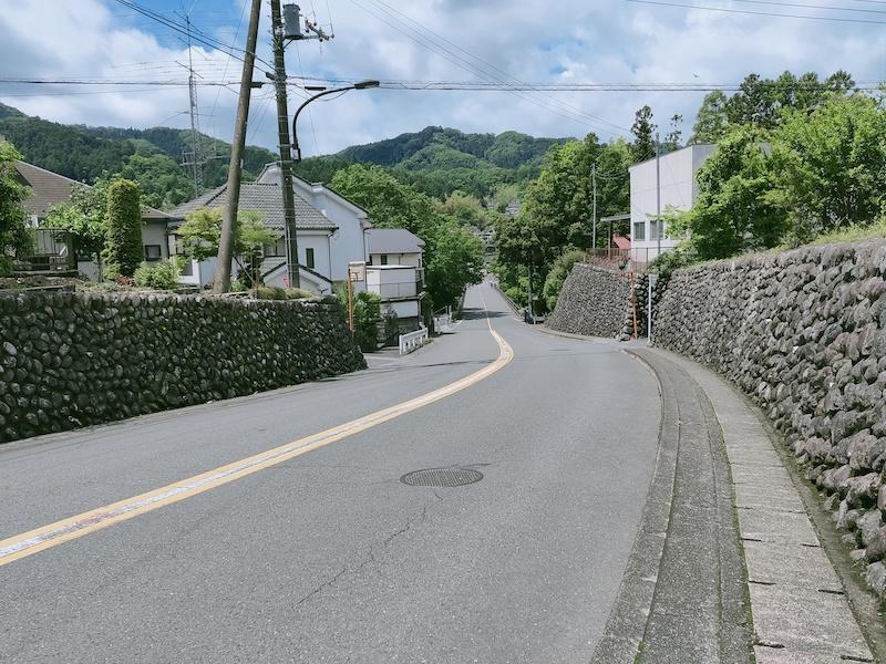 多摩川へ向かって歩く